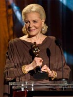 Lauren Bacall accepting her Oscar at the 2008 Governors' Awards