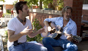 (from left) Scott Cooper and Jeff Bridges on the set of Crazy Heart