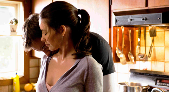 (from left) Jeremy Renner and Evangeline Lilly in The Hurt Locker